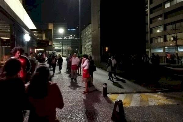 Mexicanos salieron de sus casas por precaución. (Foto tomada de redes sociales)