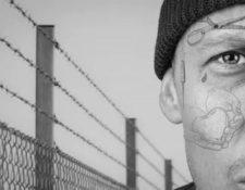 Los tatuajes faciales es una moda que en la actualidad le gusta a los jóvenes. (Foto Prensa Libre: Servicios)