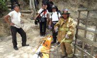 Los Bomberos Voluntarios de la 120 compañía finalizaron el rescate a las 13:30 horas. (Foto Prensa Libre: Cortesía CVB)