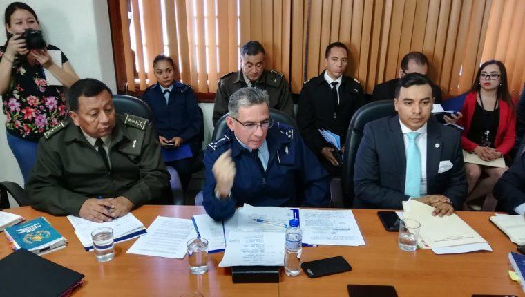 Viceministro Ruiz en citación con la bancada URNG Maiz. (Foto Prensa Libre: Carlos Álvarez)
