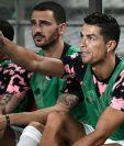 Cristiano Ronaldo observa el partido desde el banquillo. (Foto Prensa Libre: AFP)