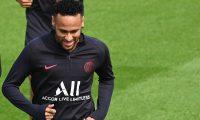 Neymar no define aún a su futuro equipo. (Foto Prensa Libre: AFP)