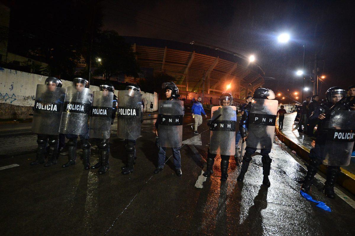 Presidente hondureño condena violencia en el futbol tras la muerte de cuatro aficionados antes del partido Olimpia vs Motagua