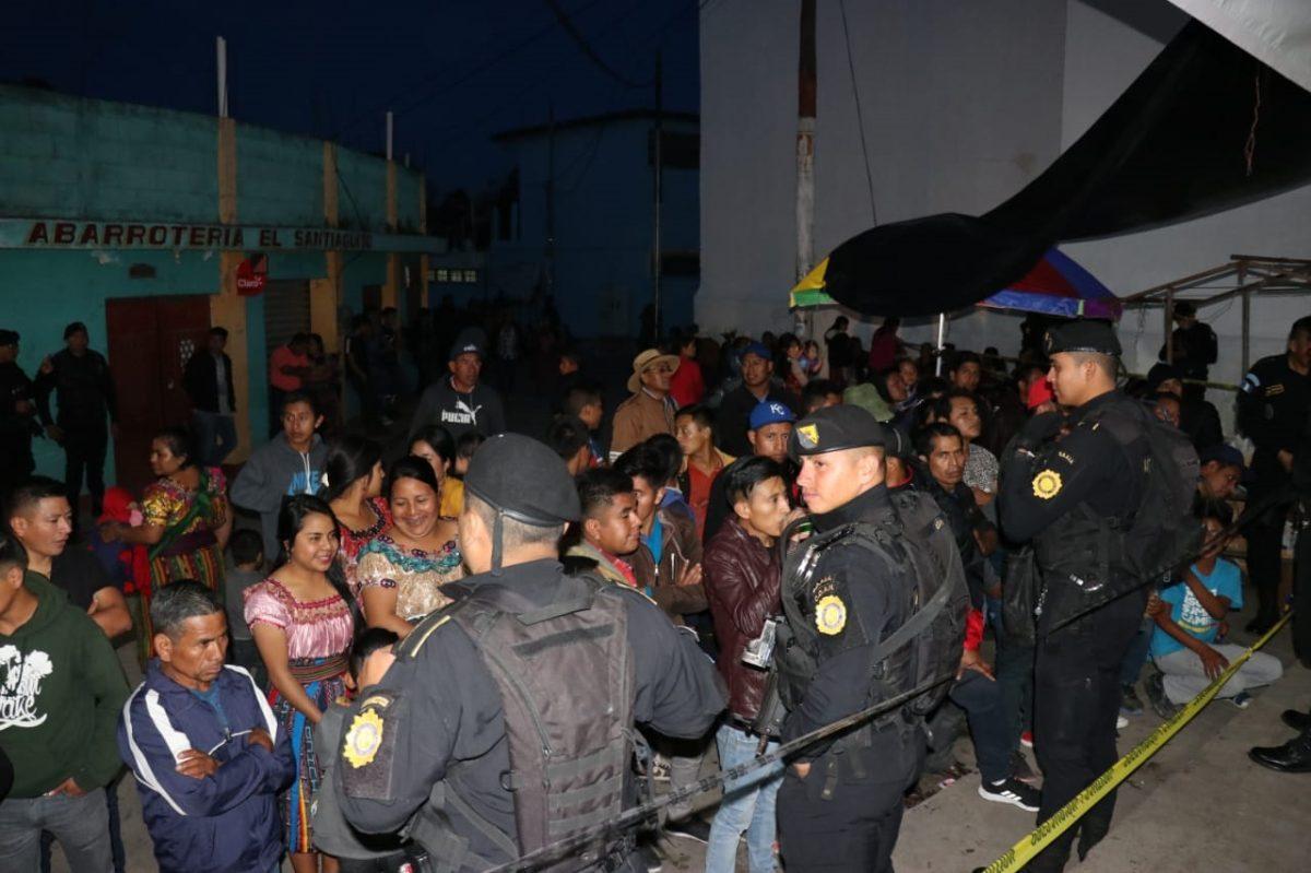 Entre conato de disturbios, vecinos reeligen a alcalde de San Antonio Ilotenango