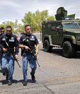 Oficiales de policía luego del tiroteo en un supermercado en El Paso, Texas. (Foto Prensa Libre: EFE)