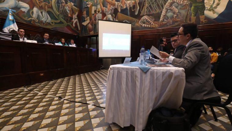 Representantes del Ministerio Público acuden a ratificar la solicitud de antejuicio contra el ministro de Economía, Acisclo Valladares, ante la Comisión Pesquisidora en el Congreso. (Foto Prensa Libre: Esbin García)