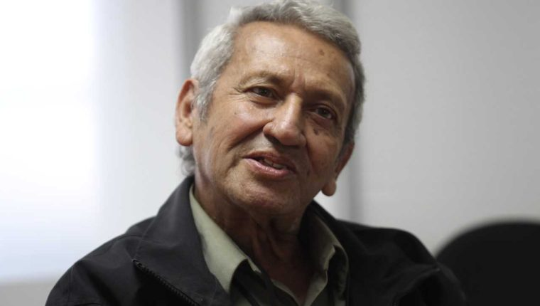 El maestro Enrique Anleu Díaz ha sido un artista reconocido por sus temas de denuncia social.  (Foto Prensa Libre: Archivo).