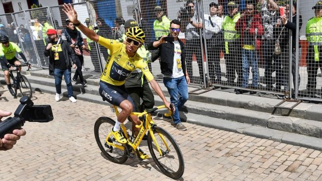 El colombiano Egan Bernal, campeón del Tour de Francia, es recibido como un héroe en su ciudad natal Zipaquirá