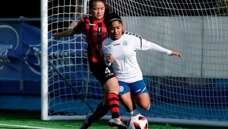 La futbolista estuvo un año en el futbol femenino de España donde mostró sus cualidades con el Zaragoza CFF (Foto Prensa Libre: Raúl Juárez)