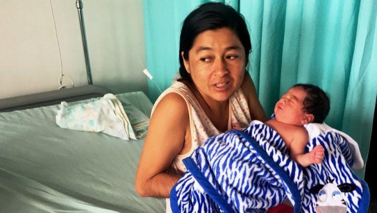 Muchas mujeres cruzan la frontera hacia Colombia para dar a luz por la falta de medicinas en Venezuela.