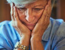 El alzhéimer es una enfermedad que destruye lentamente la memoria y la capacidad de pensamiento de la persona que la padece.