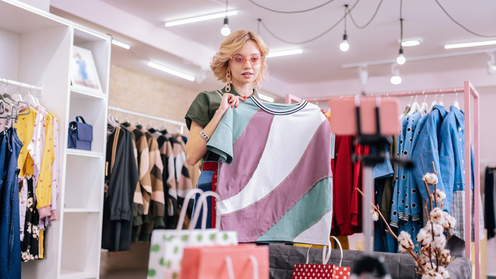 El precio de comprar ropa barata: ¿quién paga realmente la cuenta?