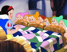 """""""Blancanieves y los siete enanos"""" se publicó 1812 y en 1937 Disney contó la historia en una popular película animada. (Disney)."""