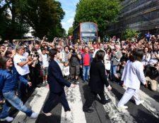 Miles de fanáticos celebraron el 50 aniversario de la foto de Abbey Road. GETTY