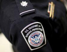 Las autoridades migratorias del aeropuerto internacional de Miami le denegaron la entrada a Estados Unidos al joven cubano que llegó como polizón en un avión procedente de La Habana.