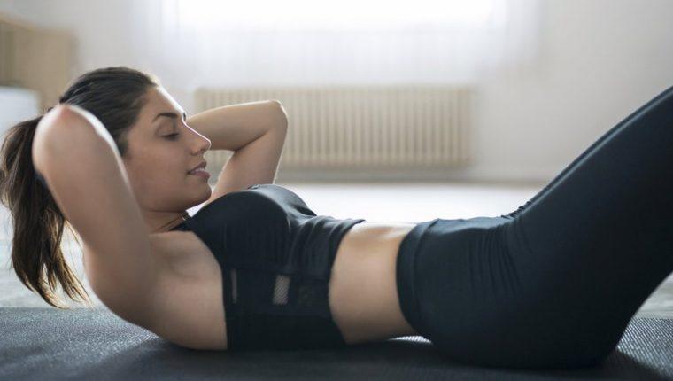 El uso de redes sociales ha contribuido al culto hacia una buena apariencia física con especial atención a los abdominales. GETTY IMAGES