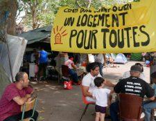 html5-dom-document-internal-entity1-quot-endVivienda para todoshtml5-dom-document-internal-entity1-quot-end, reclama el campamento de protesta de los latinos de Saint-Ouen, un suburbio de París.