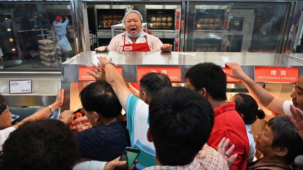 Costco: la fiebre en China por la tienda estadounidense obliga a cerrarla el día de inauguración por la avalancha de clientes