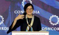 """BOG204. BOGOTÁ (COLOMBIA), 13/05/2019.- La secretaria de Estado adjunta de EE.UU. para Latinoamérica, Kimberly Breier, pronuncia un discurso durante la inauguración del Foro Concordia de las Américas, este lunes en Bogotá (Colombia). Breier aseguró que el régimen del presidente venezolano, Nicolás Maduro, ha """"destruido"""" y """"aislado"""" el país, mientras otros gobiernos del área se esfuerzan por mantener la paz y democracia. EFE/ Leonardo Muñoz"""