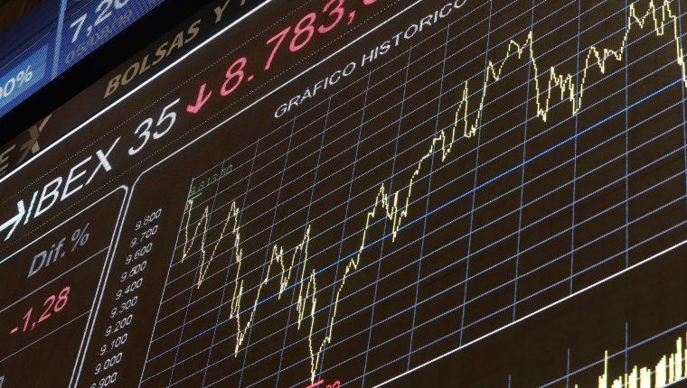 Según expertos, la economía global se ralentiza, pero aún no se ha alcanzado el punto de ruptura. (Foto Prensa Libre: EFE)