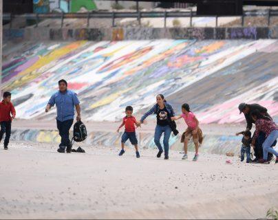 Migrantes centroamericanos intentan cruzar a EE. UU. por Ciudad Juárez, México. (Foto Prensa Libre: Hemeroteca PL)