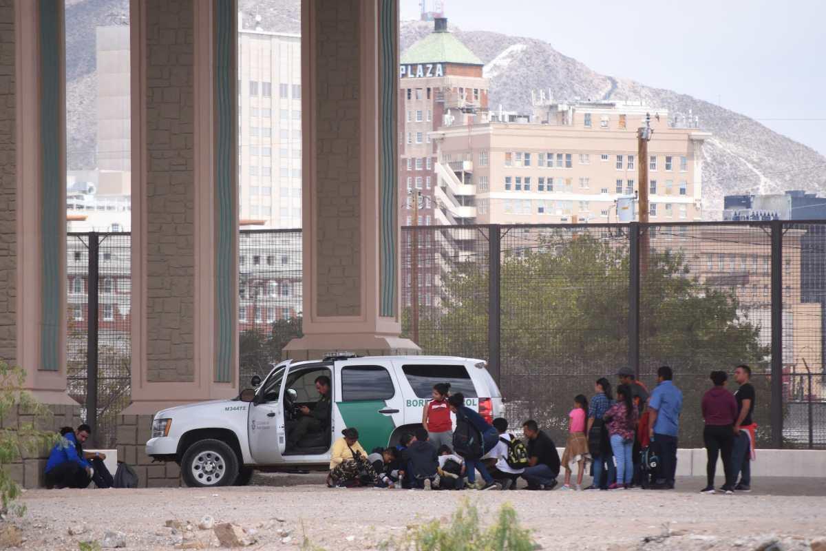 """Migrantes guatemaltecos demandan a Gobierno de EE. UU. por """"crueldad y maltratos"""""""
