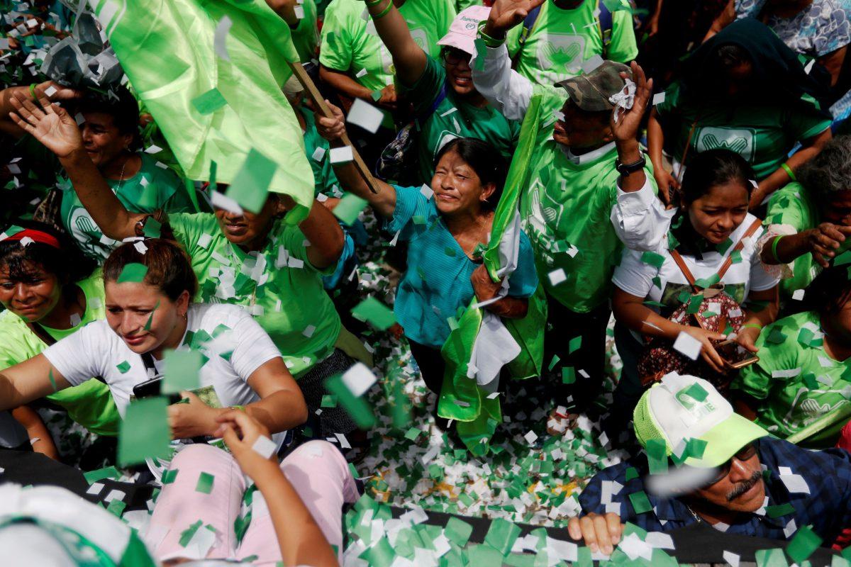 El pago de 65 mil copias de un expediente frena cancelación del partido UNE