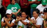 AME5466. MIXCO (GUATEMALA), 09/08/2019.- Simpatizantes asisten a un acto de cierre de campaña electoral de la candidata a la presidencia por el partido de la Unidad Nacional de la Esperanza (UNE), Sandra Torres, este viernes, en el parque del municipio de Mixco (Guatemala). EFE/ Esteban Biba