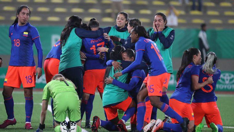 Jugadoras de Colombia celebran al ganar la medalla oro. (Foto Prensa Libre: EFE)