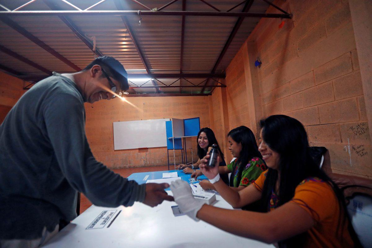 Partidos políticos buscan que el TSE reduzca el control de financistas y contratación de medios