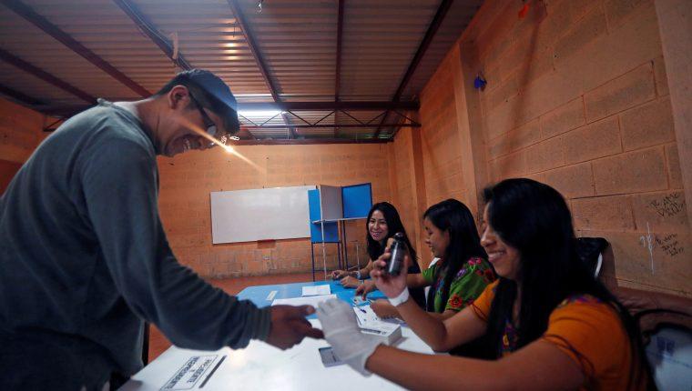 La elección de los integrantes de las Juntas receptoras de votos, municipales y departamentales, es una de las principales reformas propuestas. (Foto Prensa Libre: Hemeroteca PL)