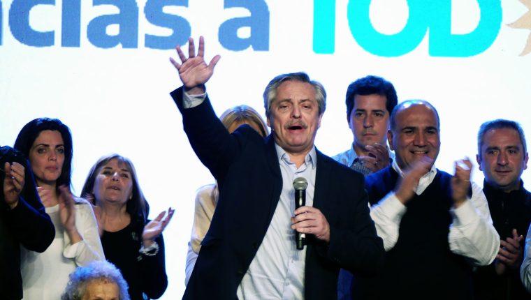 El peronista Alberto Fernandez .es el candidato a la Presidencia de Argentina más votado en las primarias, 15 puntos por delante del actual mandatario, Mauricio Macri. (Foto Prensa Libre: EFE)