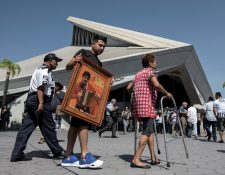 Seguidores de Celso Piña asistieron este sábado a su funeral y homenaje realizado en la Basílica de Guadalupe, en la ciudad de Monterrey (México). Foto: Prensa Libre EFE