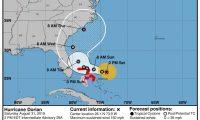 MIA04. MIAMI (FL, EEUU), 31/08/2019.- Fotografía cedida este sábado por el Centro Nacional de Huracanes (NHC) donde se muestra el pronóstico de 5 días del paso del huracán Dorian por el atlántico rumbo a las costas de la Florida (EE.UU.). La trayectoria prevista para el poderoso huracán Dorian, que mantiene la categoría 4 con sus vientos máximos sostenidos de 150 millas por hora (240 km/h), se ha desviado hacia el este y podría no llegar a impactar directamente en Florida para recorrer, eso sí, toda la costa sureste de EE.UU. EFE/NHC/SOLO USO EDITORIAL/NO VENTAS