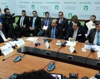 Funcionarios de los ministerios de Gobernación, Trabajo y Relaciones Exteriores acudieron a una citación en el Congreso. (Foto Prensa Libre: Carlos Álvarez)