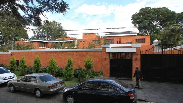 Apenas ganó las elecciones Otto Pérez recibió la casa como obsequio de Gustavo Alejos. (Foto Prensa Libre: Hemeroteca PL)