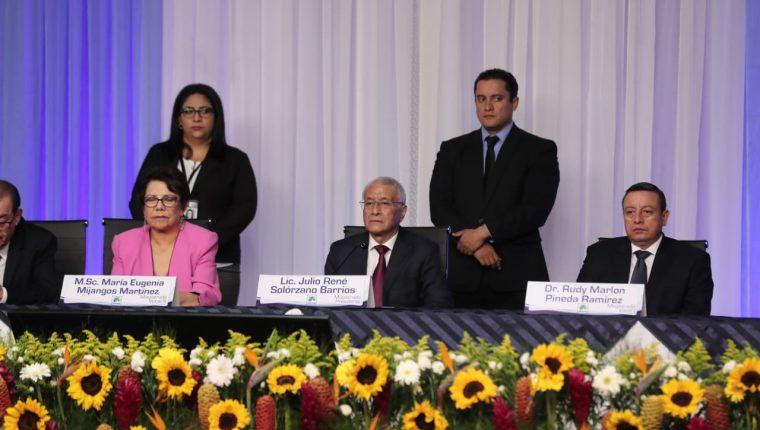 Los magistrados del TSE en su última conferencia previó a la segunda vuelta presidencial. (Foto Prensa Libre: Juan Diego González)