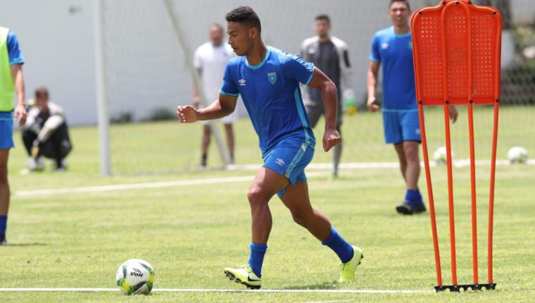 El volante de contención Marco Domínguez pelea por un lugar en la Selección Nacional. (Foto Prensa Libre: Francisco Sánchez)