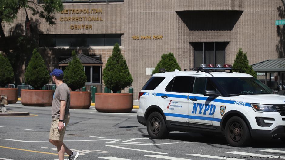 Vigilantes de Epstein se durmieron y falsificaron registro, dice el NYT
