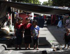 Campesinos de Cajolá permanecen frente a La Casa Presidencial. Fotografía Prensa Libre: Esbin Garcia
