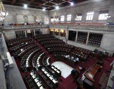 Los trabajos en el hemiciclo parlamentario continúan y se espera que finalicen durante esta semana. (Foto Prensa Libre: Carlos Hernández Ovalle)