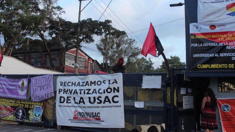 Cierre de actividades afecta  a 200 mil estudiantes. (Foto Prensa Libre: Miriam Figueroa)