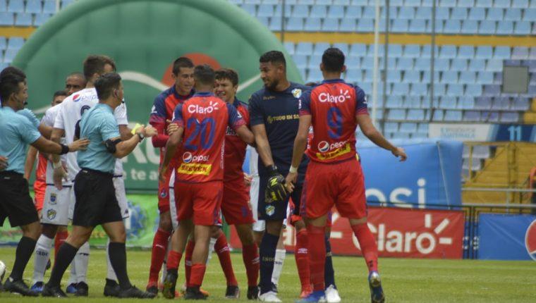 El portero de Comunicaciones José Calderón se perderá el partido contra Santa Lucía por suspensión. (Foto Prensa Libre: Francisco Sánchez)