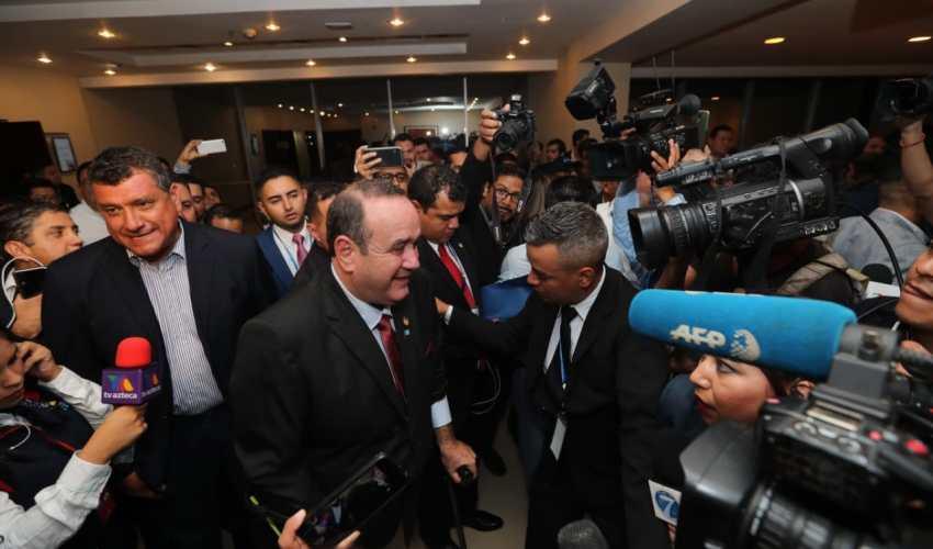 El candidato presidencial Alejandro Giamattei de Vamos se proclamó ganador de las elecciones con el 20% de ventaja sobre su opositora Sandra Torres de la UNE. (Foto Prensa Libre: Érick Ávila)
