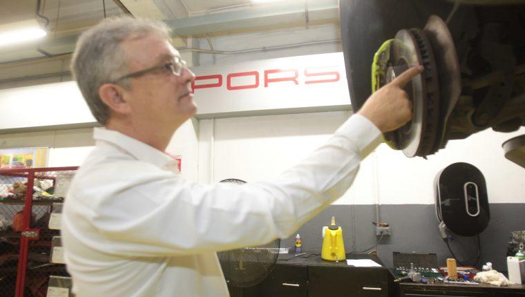 Los propietarios de un vehículo Porsche tendrán la experiencia de ser mecánico por un día. Foto Norvin Mendoza