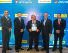Mario Granai Fernández (al centro), presidente ejecutivo de la Corporación G&T Continental y ex integrante de la Junta Monetaria, afirmó que se debe de reactivar la economía a corto plazo. (Foto Prensa Libre: Norvin Mendoza)
