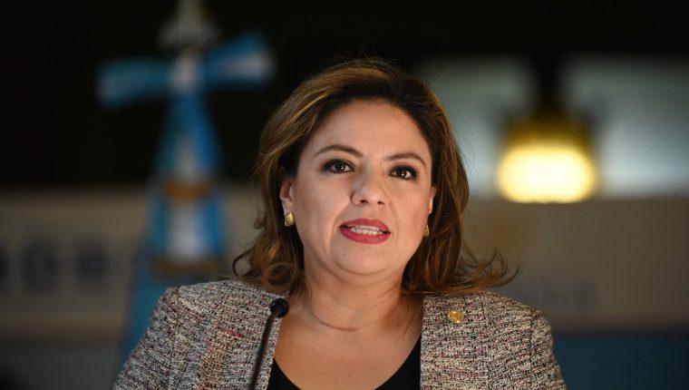 Sandra Jovel habla durante una conferencia de prensa después de una reunión con el secretario interino de Seguridad Nacional de Estados Unidos, Kevin McAleenan, (Foto Prensa Libre: AFP)
