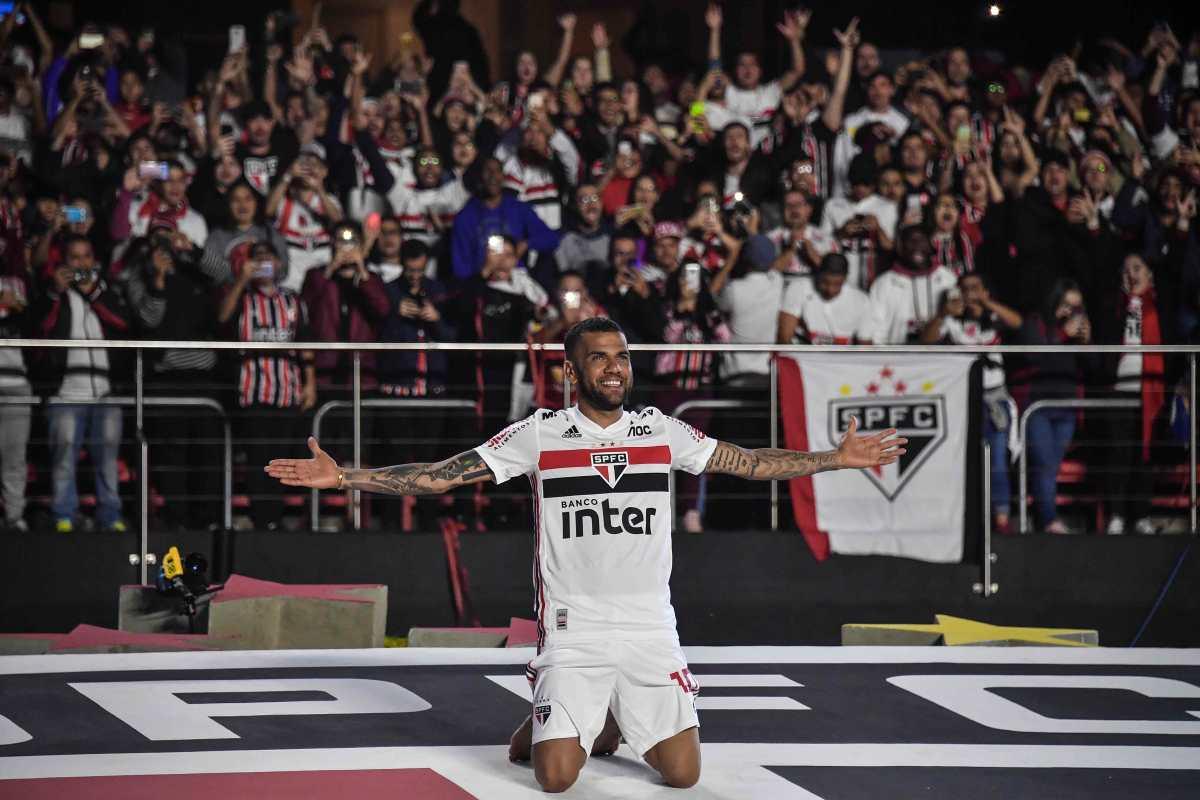 Messi envía un mensaje emotivo a Dani Alves en su presentación con el Sao Paulo
