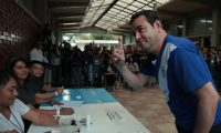 """Handout picture released by Guatemala's Presidency press office showing Guatemalan President Jimmy Morales, showing his inked finger after voting at a polling station in Guatemala City on August 11, 2019. - More than eight million Guatemalans head to the polls on Sunday as former first lady Sandra Torres and opinion poll frontrunner Alejandro Giammattei bid to succeed the corruption-tainted Jimmy Morales as president. (Photo by HO / Guatemalan Presidency / AFP) / RESTRICTED TO EDITORIAL USE - MANDATORY CREDIT """"AFP PHOTO / GUATEMALAN PRESIDENCY"""" - NO MARKETING NO ADVERTISING CAMPAIGNS - DISTRIBUTED AS A SERVICE TO CLIENTS"""