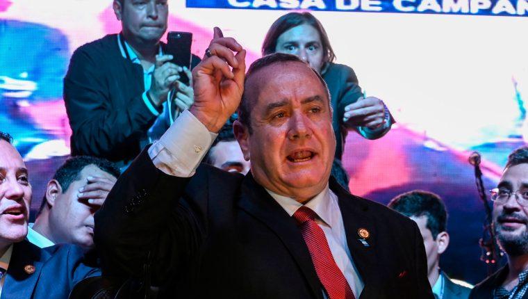 La bancada del partido VAMOS no será mayoritaria, lo que podría complicar el consenso para reformas legislativas claves, según Fitch. (Foto Prensa Libre: AFP)